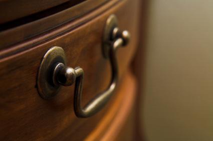 Begagnade möbler - typ vintage - är populära tack vare Antikrundan