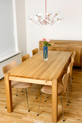 Rektangulärt matbord i massiv ek