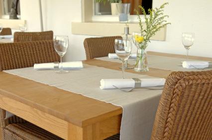 Vi svenskar uppskattar matbord av trävirke